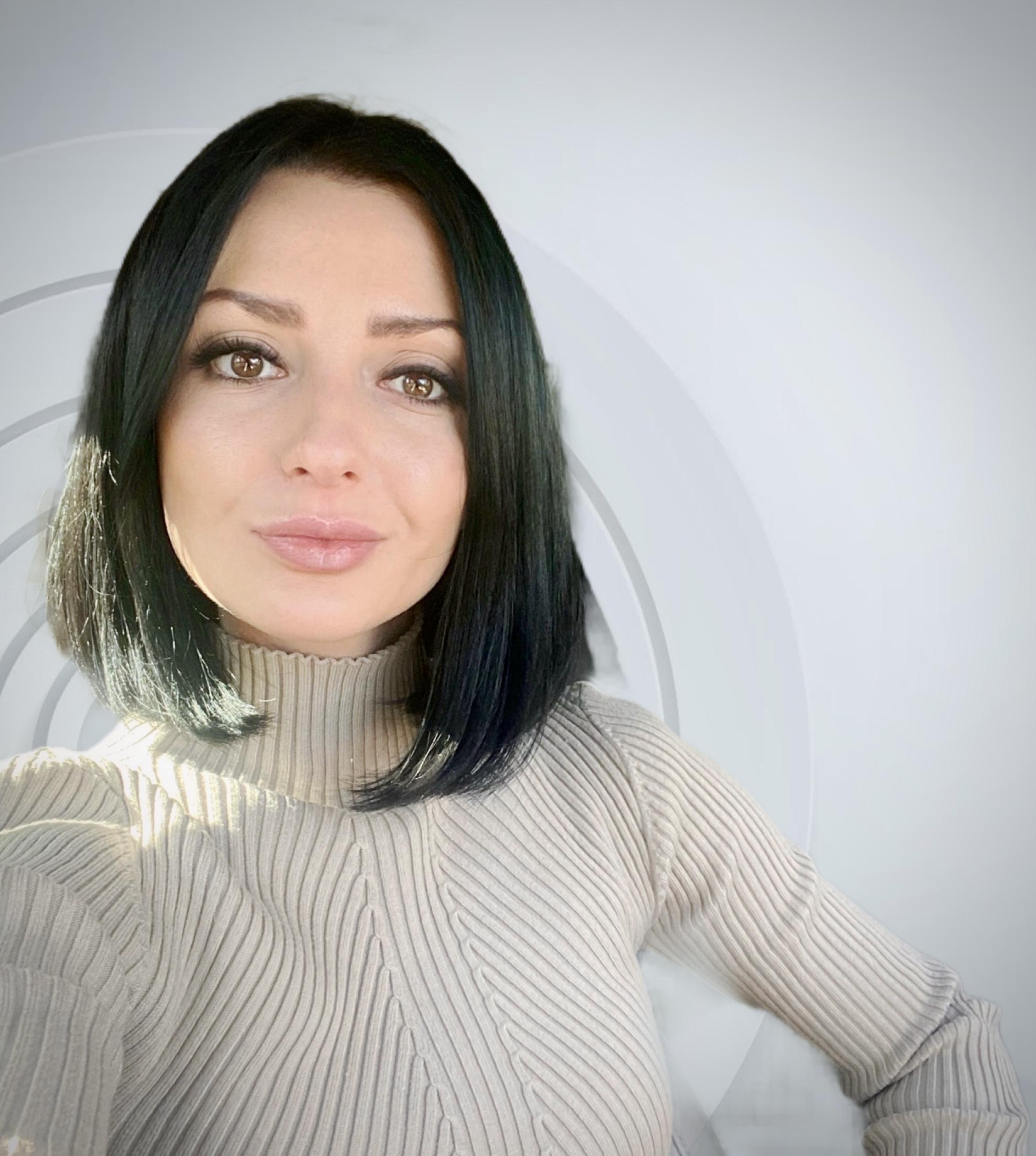 Юлия Хайрадинова